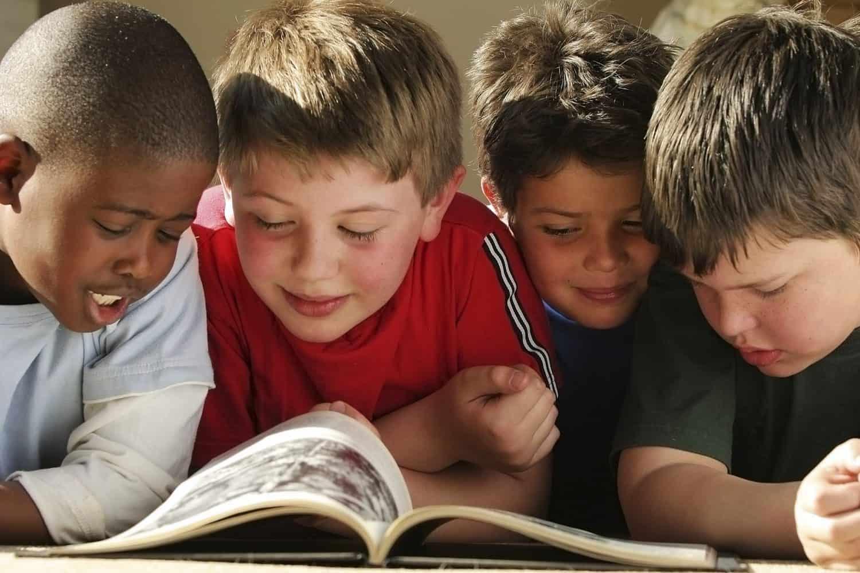 BOYS READING e1494755287975